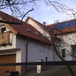 Aranytölgy műanyag ablakok új családi házban