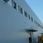 Logisztikai központ ablakai fehér műanyag profilból