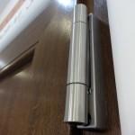 Modern, rozsdamentes ajtópánt műanyag bejárati ajtókhoz
